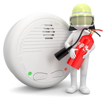 Feuerwehrler mit Rauchmelder